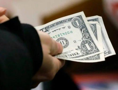 Com saída de Moro, dólar dispara e ultrapassa R$ 5,70; Bolsa cai
